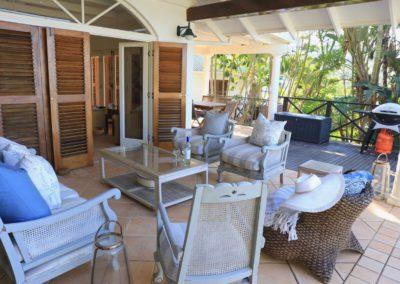 86Col-veranda lounge