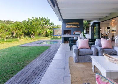 2 On Acacia Outdoor Pool And Lounge Area